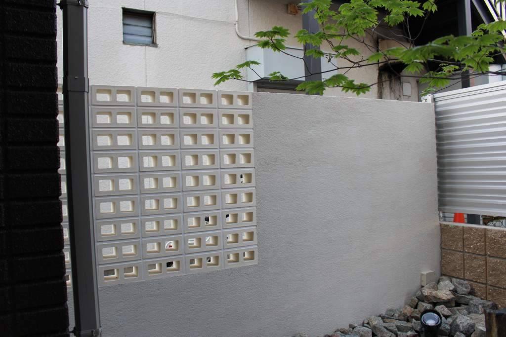穴空きブロック レンガ 白い壁 外構工事