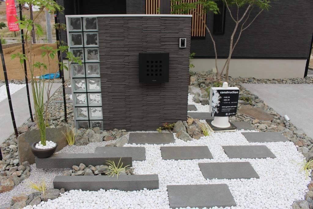 門柱 石張り 坪庭